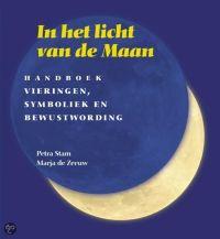 boek in het licht van de maan